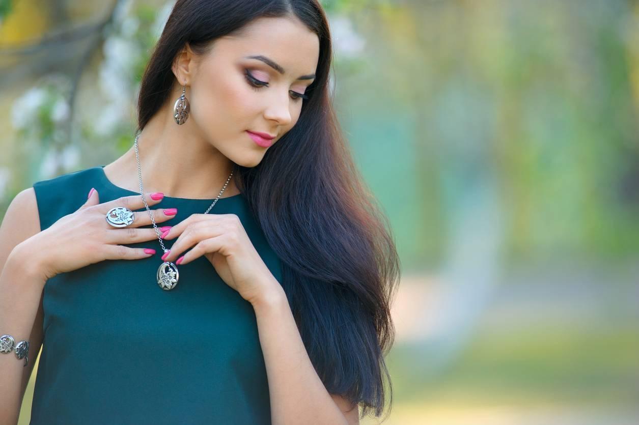 bijou femme peau mate